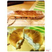 2 loại bánh yêu thích nhất tại Tour les jour <33 Bánh dài là vỏ bột ngàn lớp, nhân socola và nho khô. K có nho khô thì bánh này pờ phệch :)) #18k hình như thế Bánh tròn là bánh nhân blueberry ăn gây nghiện lắm @@' #22k Địa chỉ: tour les jour tầng 6 vincom