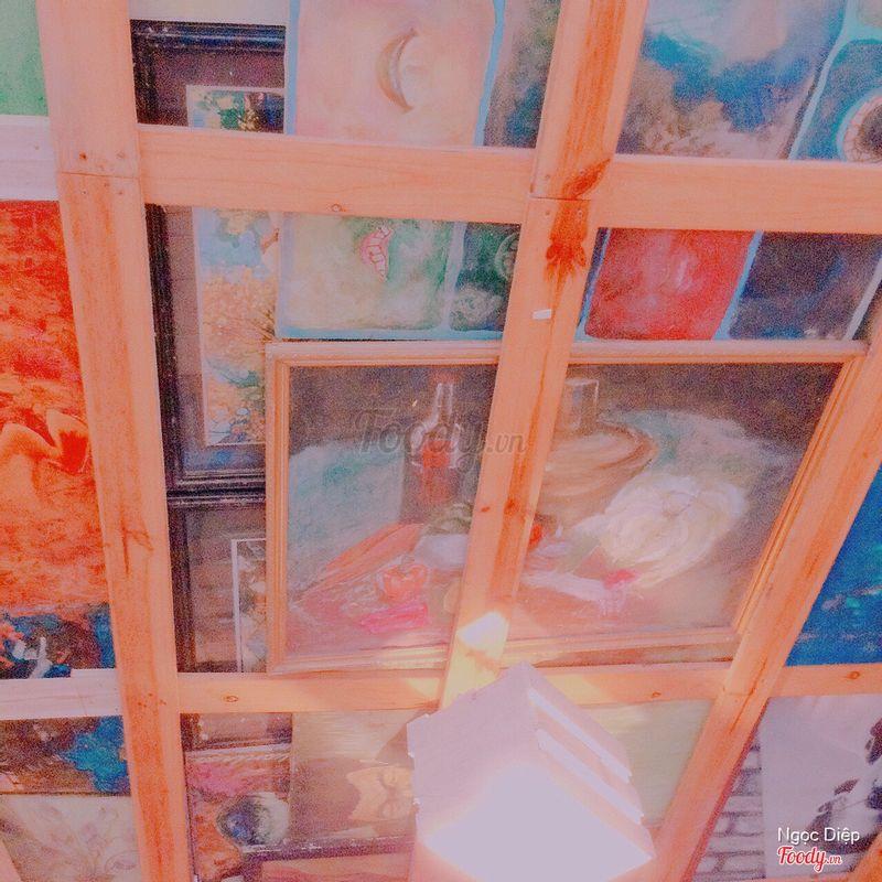 Cái trần nhà đẹp quá chụp luôn (mê môn hoạ quá mà :))))