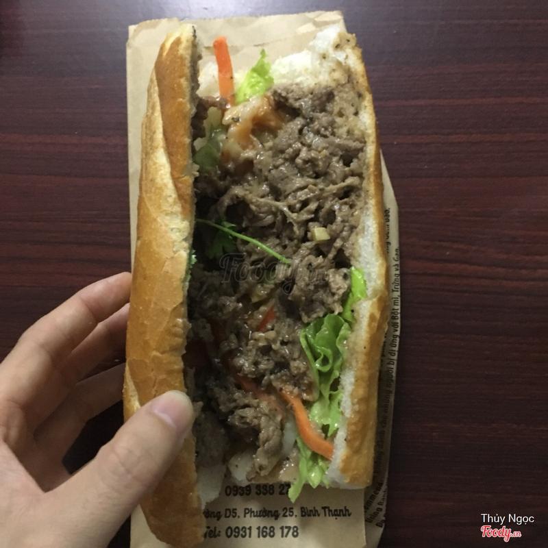 Bánh mỳ thịt bò sốt tiêu đen