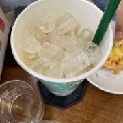 trà sữa olong (M) 55k , mình chưa uống 1 tí nào, không giống những chi nhánh khác, bên Hồng Bàng làm toàn ĐÁ???