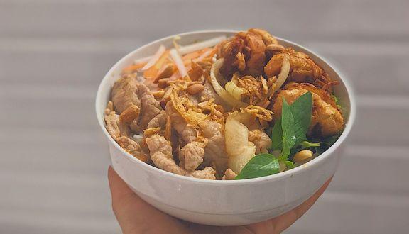 Susu - Bún Thịt Xào & Chả Giò Bánh Mì