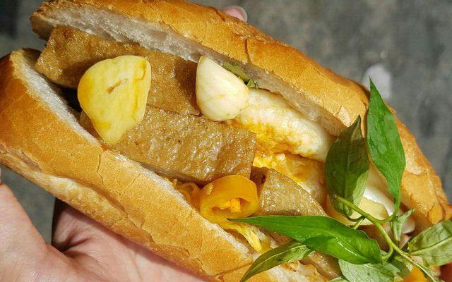 85 - Bánh Mì Chả Cá Nha Trang