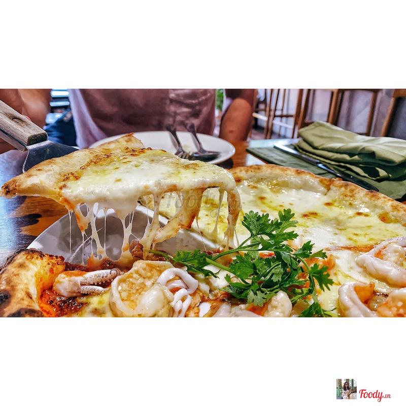 Pizza cheese + honey