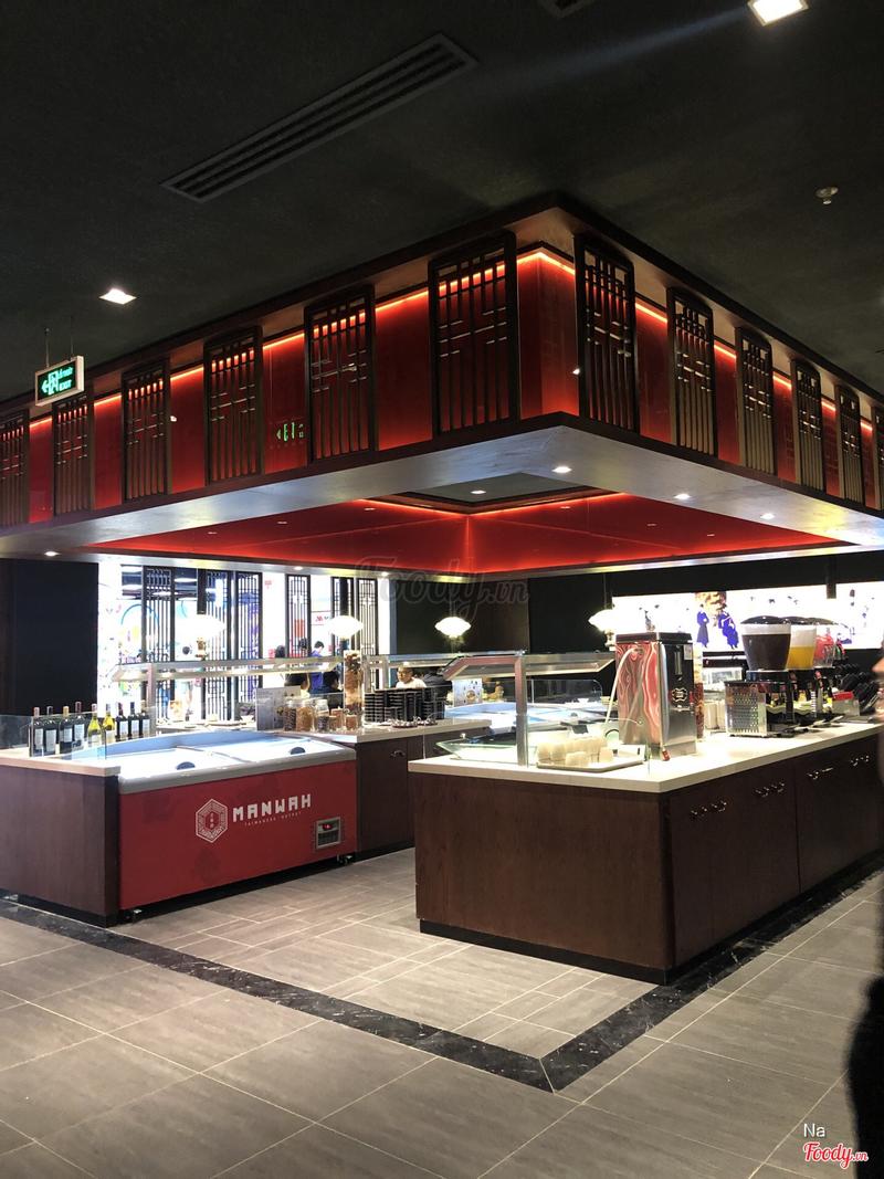 Quầy buffet gồm nhiều loại nước uống, kem, bánh, tráng miệng đã bao gồm trong giá