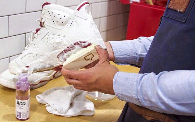 Vệ Sinh Giày Trung Sneaker