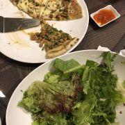 Pizza vit hmong và gà ạ