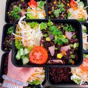 Cơm chiên hải sản ăn vs salad