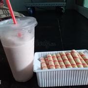 Buổi trưa lm miệt uống sữa chua dâu với hộp bánh là hết miệt liền 😂😂😂