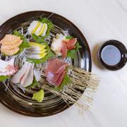 Sashimi được chế biến từ các nguyên liệu cao cấp từ Nhật Bản