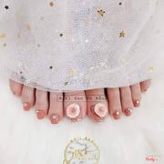 Đính hoa và đá nail chân
