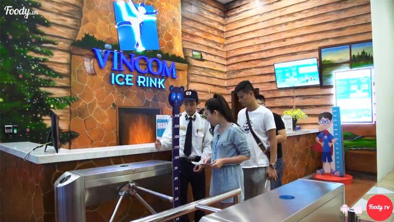 Trượt băng tại sân băng hoành tráng nhất Quảng Ninh