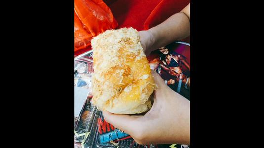 Bông lan trứng muối và bánh mì phô mai