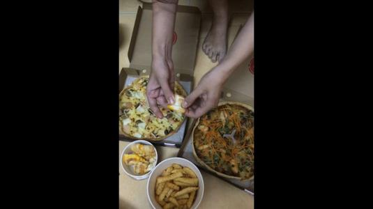 Pizza Hut -***