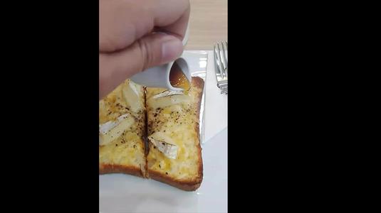 Honey Cheese Toast không ngon