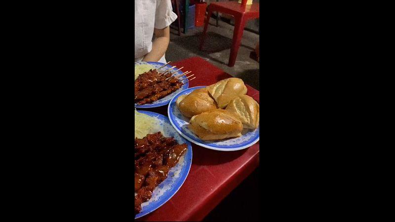 A Tùng - Bánh Mì Bò Nướng Bơ Cambodia -***