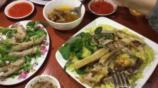 Quán cơm gà hương vị Đà Nẵng ngon có tiếng khu phố đi bộ Bãi Cháy!