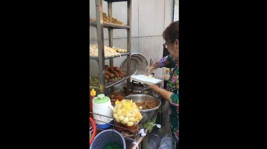 Xôi gà cải chua