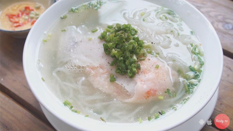 """Chen chân ăn """"BÚN QUẬY"""" tươi rói ngay tại SG"""