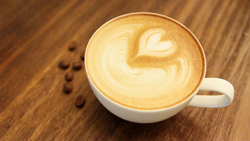 Cafe Ý nguyên chất  Fresco rộng như sân vận động sát vách bờ sông