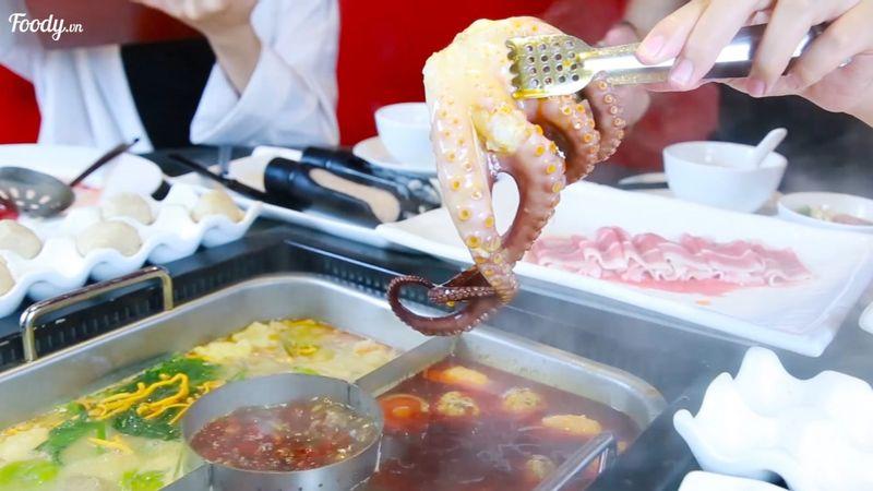 """Free bạch tuộc to đùng khi ăn """"LẨU HỒNG KÔNG CỰC ĐẪM THỊT"""" tầm 200k/người"""
