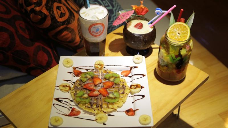 """Nằm lười cả ngày ở """"CAFE ĐÚNG CHẤT HAWAII"""" giữa SG"""