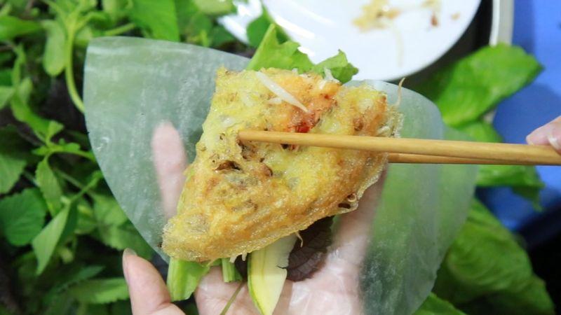 Bánh xèo tôm thịt chuẩn vị Nam Bộ