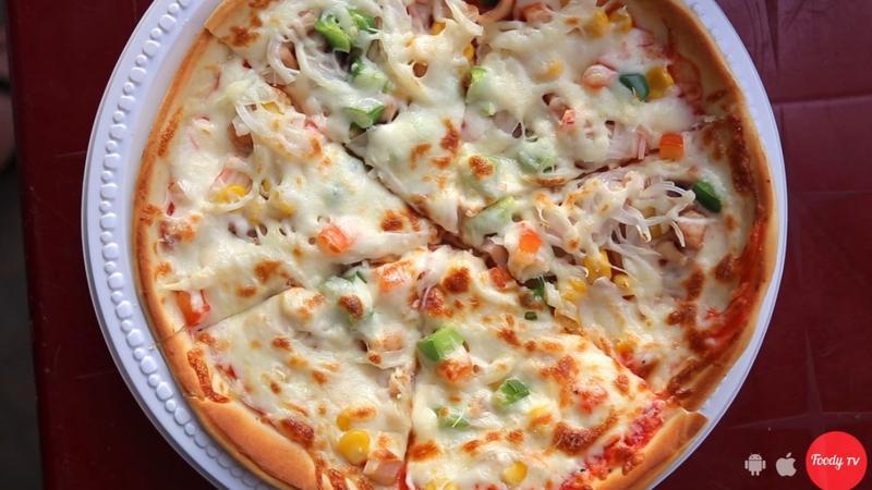 """Lê la vỉa hè tìm """"PIZZA ĐƯỜNG PHỐ TỰ CHỌN NHÂN"""" chỉ từ 30k/bánh"""