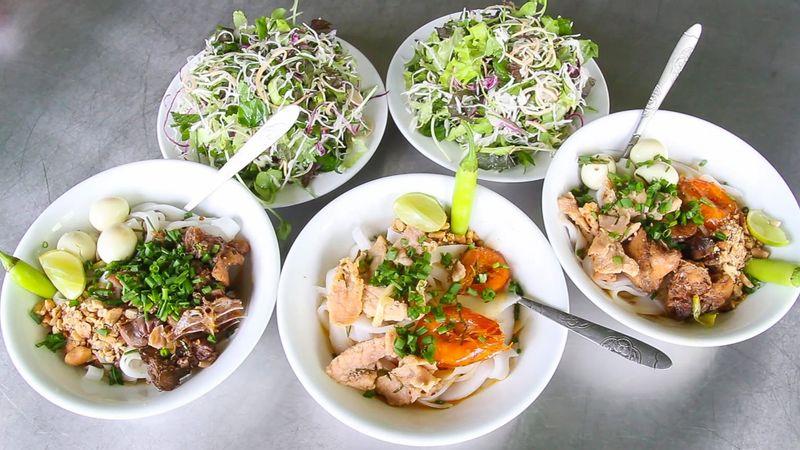 """Thưởng thức mỳ quảng """"chuẩn vị"""" chất Quảng."""