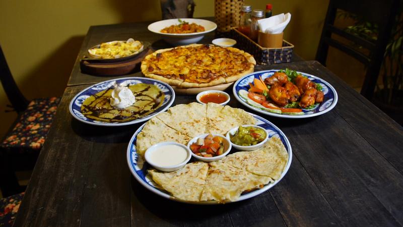 """Ăn món Ý trong """"NHÀ HÀNG VINTAGE TỰA HỘI AN THU NHỎ"""" ngay giữa khu phố Tây"""