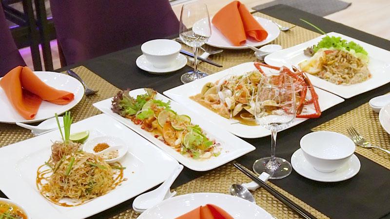 Nhà hàng thái với Vịt quay nước sốt siêu đặc biệt
