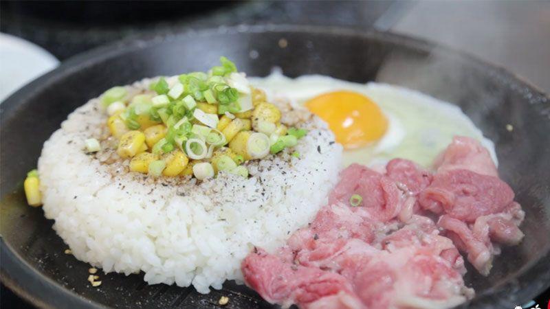 """[Ăn cả thế giới tại """"KHU FOOD COURT MỚI NỔI"""" ở Sài Gòn]"""