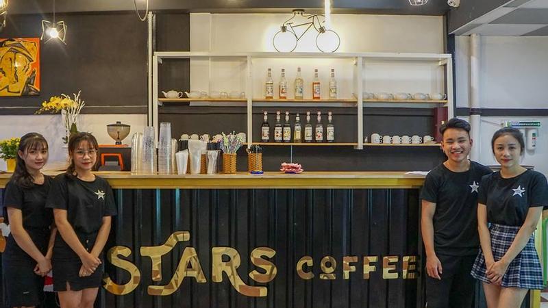 """Chiến game cực vui với """"KHÔNG GIAN MỞ CỦA STARS COFFEE"""" kề cạnh làng TRUNG HỌC"""