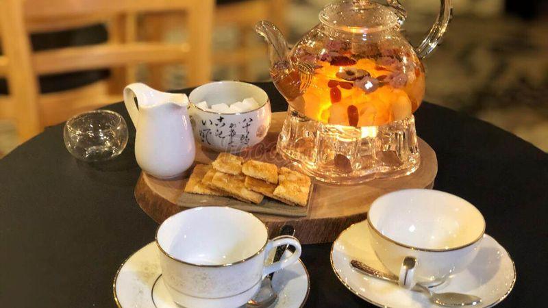 """Ăn bánh uống trà trên """"CÀ PHÊ ROORTOP"""" view buổi tối đẹp lung linh"""