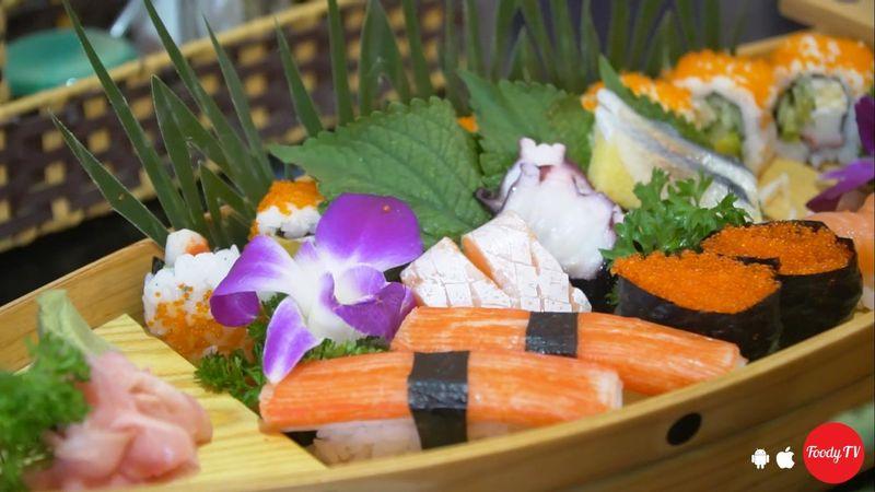 """Rần rần tiệm sushi mới nổi """"FREE SASHIMI CÁ HỒI"""" chào sân chơi trội]"""