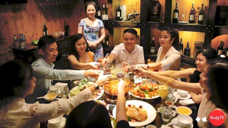 """Tiệc tùng thả ga với """"HẢI SẢN TƯƠI SỐNG TẠI HỒ"""", còn free karaoke"""